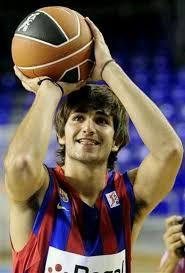 Resultado de imagen para poster de jugador español de basketball masculino ricky rubio