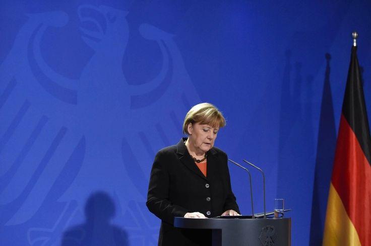 """Trauer um Helmut Schmidt: """"Wir verneigen uns vor seiner Lebensleistung"""" http://www.faz.net/aktuell/politik/inland/trauer-um-helmut-schmidt-wir-verneigen-uns-vor-seiner-lebensleistung-13904688.html"""