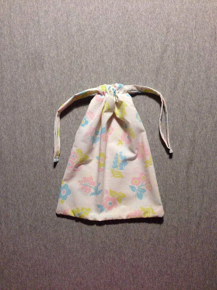"""Sac à lien pour linge ou goûter / pochon / pochette en tissu """"vintage"""" : Autres sacs par madame-moufle"""