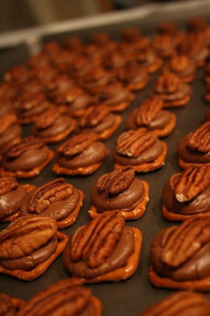 Tortugas de chocolate , un snack increíble que no pasara desapercibido en la mesa .Si tienes hijos ,ten cuidado porque vuelan en un visto y no visto . Estas pequeñas delicatessen son facilísimas de hacer y muy económicas. Simplemente con unas galletas saladas ,chips de chocolate y nueces tendrás un snack dulce delicioso y de […]