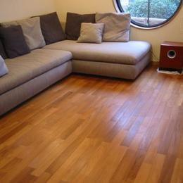 新築・中古戸建て住宅に使用されている無垢フローリング、積層フローリングの施工事例の部屋 チーク ユニ(床暖房兼用) プレミアム 無垢フローリング