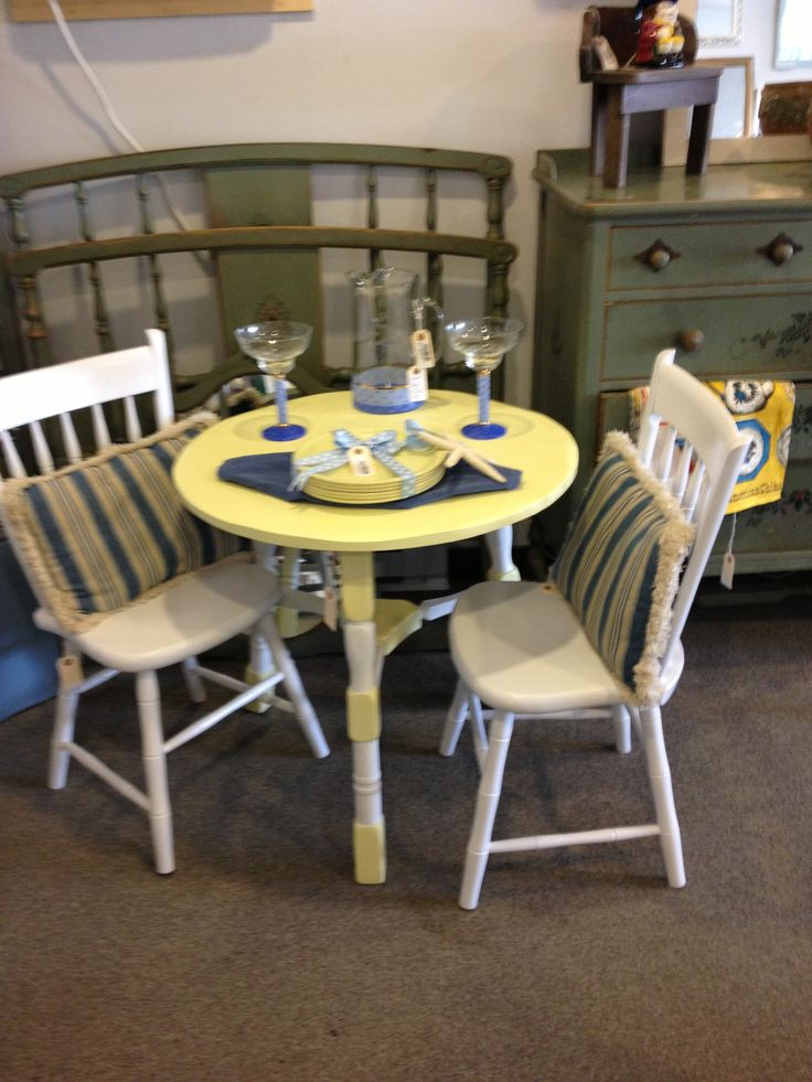 Cute Table And 2 Chairs Beach Cottage Sweet What S
