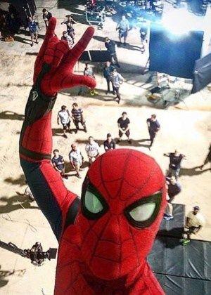 Tom Holland posta selfie pendurado em uma teia no set do novo Homem-Aranha #Ator, #Filme, #Guerra, #Instagram http://popzone.tv/2016/07/tom-holland-posta-selfie-pendurado-em-uma-teia-no-set-do-novo-homem-aranha.html