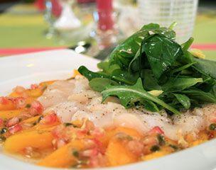 Recette Salade de Saint-Jacques aux fruits exotiques en salade d'herbes