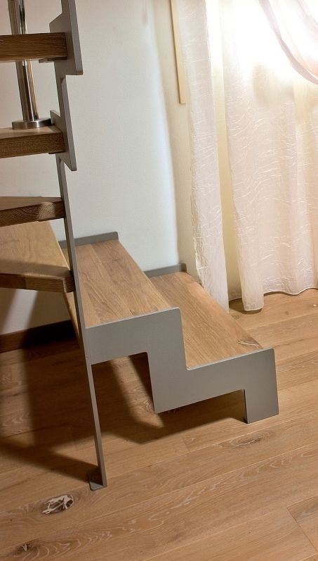 Bleached contorta Quercus stairs covering
