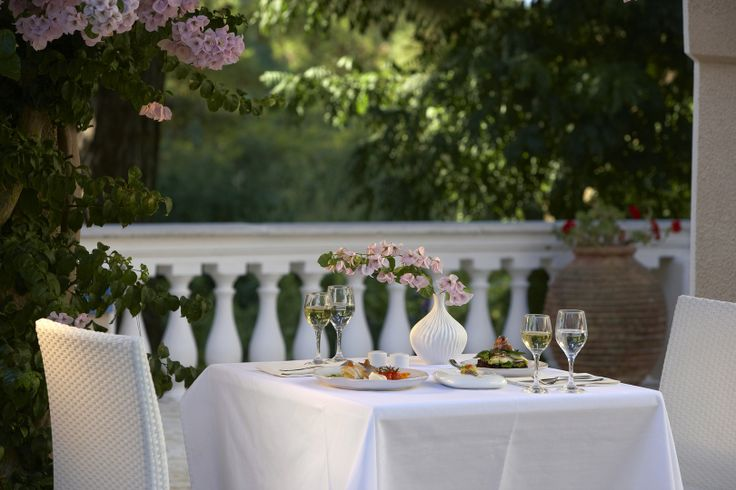 IONIAN SEA VIEW & TRADITIONAL DISHES