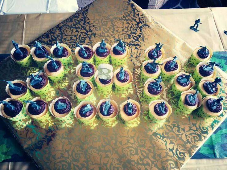 Army man cup cakes
