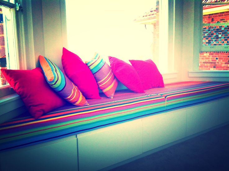 We are so happy with this result. Les Toiles du Soleil fabric always brightens up a room.