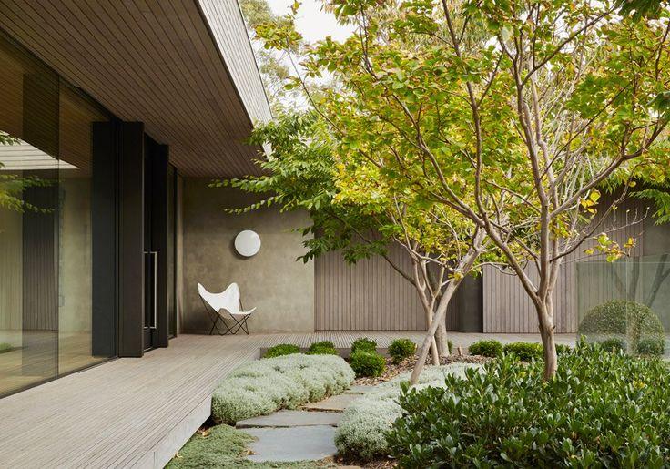 "Inarc completes ""efficient, yet extravagant"" Links Courtyard House on Australia's Mornington Peninsula"