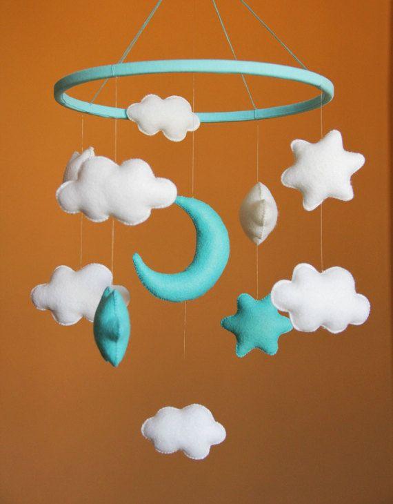 Lit bébé Mobile mobile pépinière mobile Nursery décor lune et nuages lune et étoiles mobiles douche cadeau bébé mobile bébé Turquoise blanc