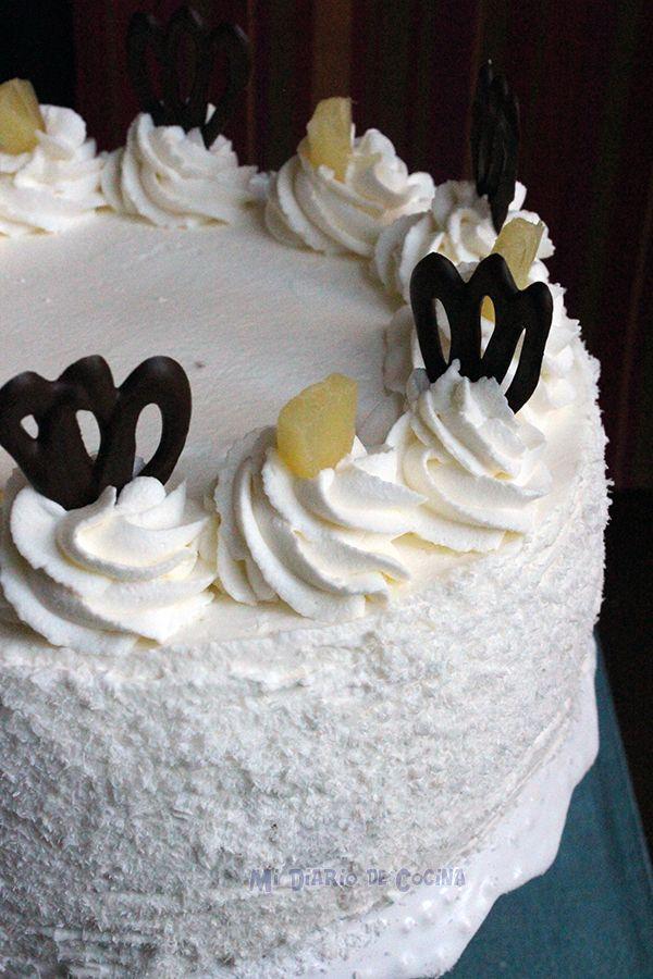 Si hay una torta que le tengo cariño es a la torta de piña, es un clásico de los hogares chilenos, tantos cumpleaños, onces (hora del té), reuniones y celebraciones que terminaban con un buen trozo de esta deliciosa receta. Mi madre siempre la preparaba, y no sé si exactamente igual a la ...