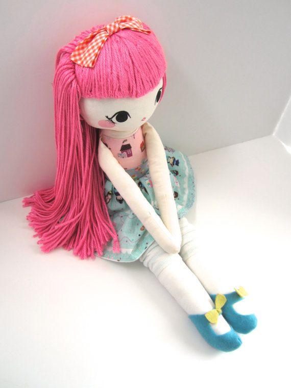 He encontrado este interesante anuncio de Etsy en https://www.etsy.com/es/listing/216416313/mend-custom-rag-doll