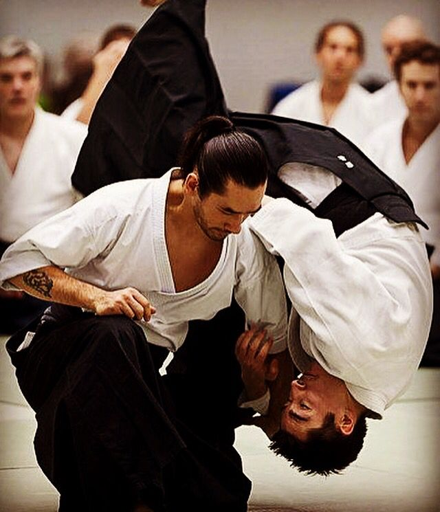 Our sports club. Jiujitsu martial arts and self defense. Zelfverdediging voor mannen en vrouwen. Jiujitsu combineert judo, karate en aikido, sporthal Berlare. http://www.jiujitsu-berlare.be #selfdefense #zelfverdediging #jiujitsu #karate #aikido #berlare #overmere