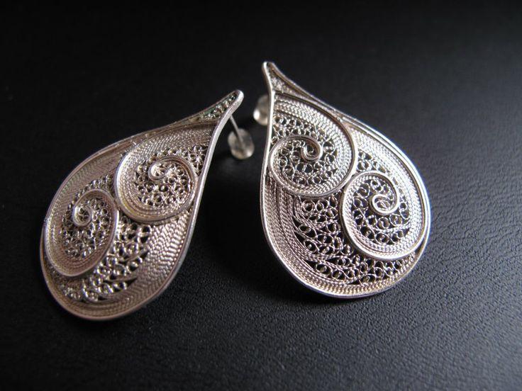 Brincos de filigrana em prata 925. Filigree silver earrings.
