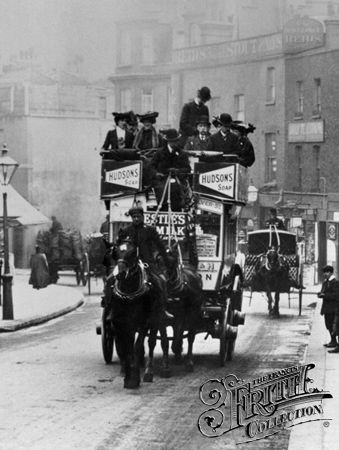 Horse-Draw Carriage 1906, London. I find it interesting that they started making the double decker that long ago!