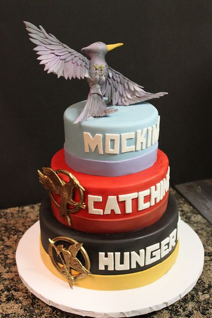 This is a really awesome Hunger Games Cake - ok...who is going to make this for my birthday?? You have until November 15th! :-D