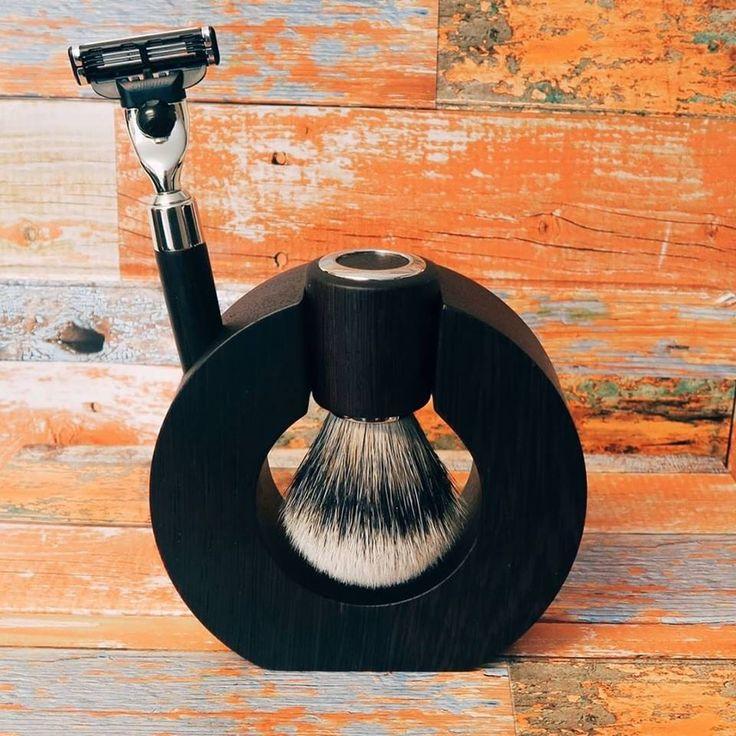 Beautiful Luxury Shaving Set Mondial Prestige Wengé. Top quality Silvertip badger shaving brush.