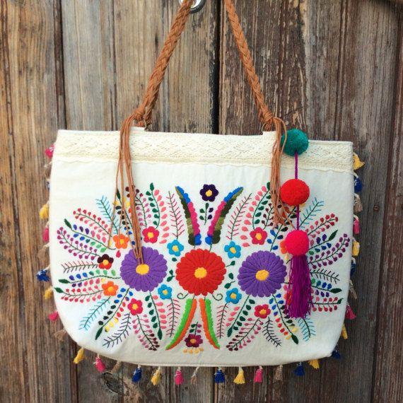 Bolso con hermoso bordado floral mexicano unica por PureLoveMex