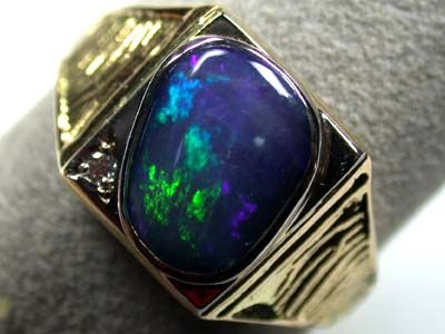 STRIKING GREEN FIRE MENS 18K GOLD RING SIZE 11 SCO1922