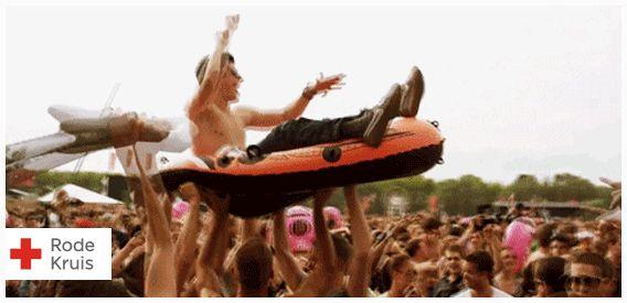 Zorg dat je klaar bent voor het festivalseizoen! Ben jij helemaal gek van festivals en ga je er binnenkort een paar bezoeken? Zorg dat je voorbereid bent! Check welk festivaltype je bent en lees onze ultieme festivaltips. www.hoeoverleefikeenfestival.nl #ehbo #festival #rodekruis #gif #modder #regen #dans #rups