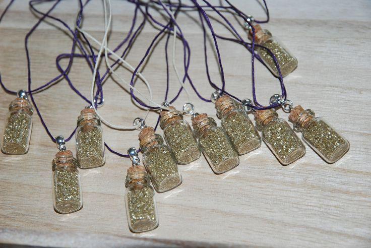 Fioles de poudre d'or pour une chasse au trésor