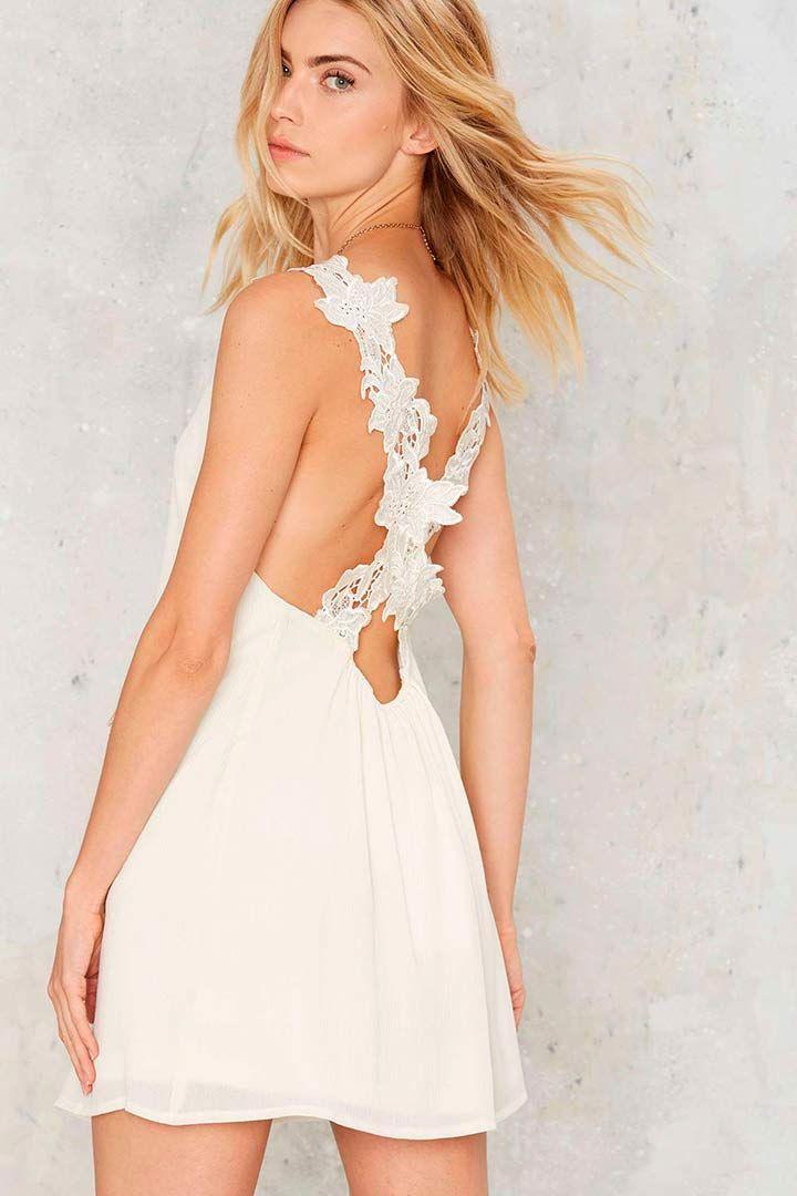 Vestidos de novia cortos http://stylelovely.com/bodas/vestidos-de-novia-cortos/