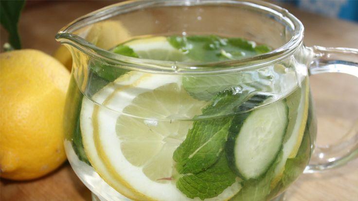 Agua Détox de limón, pepino y menta: nuestra receta favorita | GreenVivant
