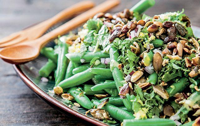 Salaten er god som tilbehør til et stykke kød eller fjerkræ.