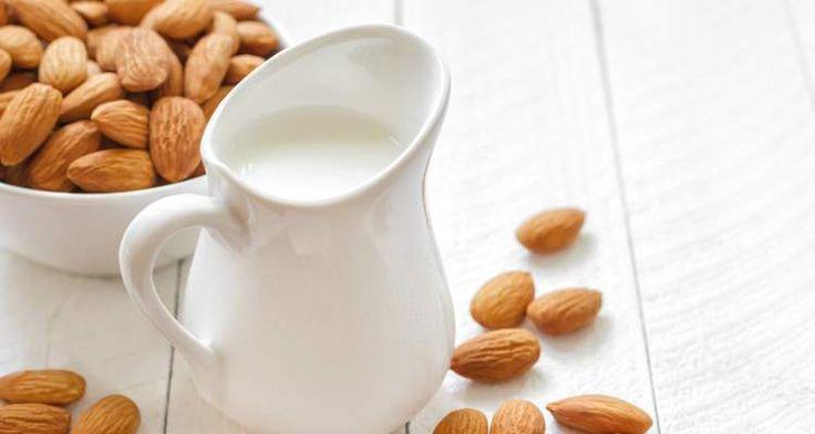Amandelmelk is het gezonde alternatief voor koemelk. Maar amandelmelk uit de supermarkt zit vol met suiker. Dus waarom maak je het niet gewoon zelf? Bekijk het recept hier: http://www.urbansuperchefs.nl/zelfgemaakte-amandelmelk/