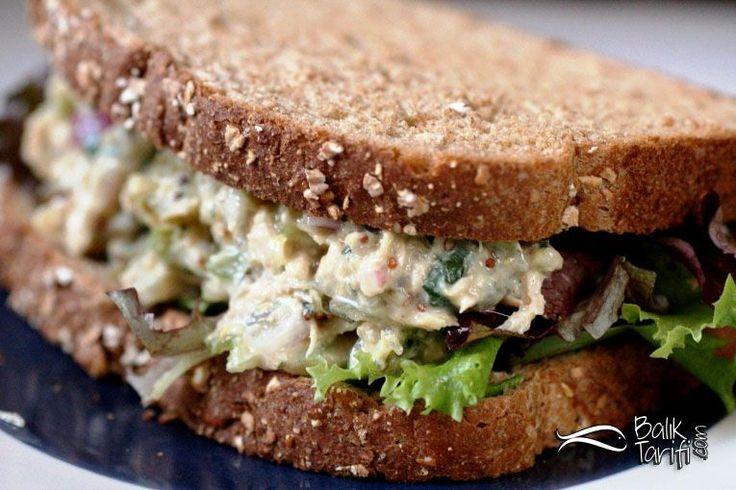 Özellikle çalışanların, öğrencilerin ve pratik balık yemeği yapmak isteyenlerin tercih ettiği ton balığı ile soğuk sandviç, makarna ve salataları lezzetlendirebilirsiniz.