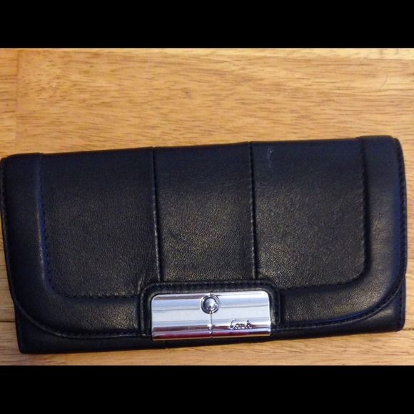 Black leather Couch wallet Like new. Perfect condition! Only used a few times. Real leather! Coach Bags Wallets