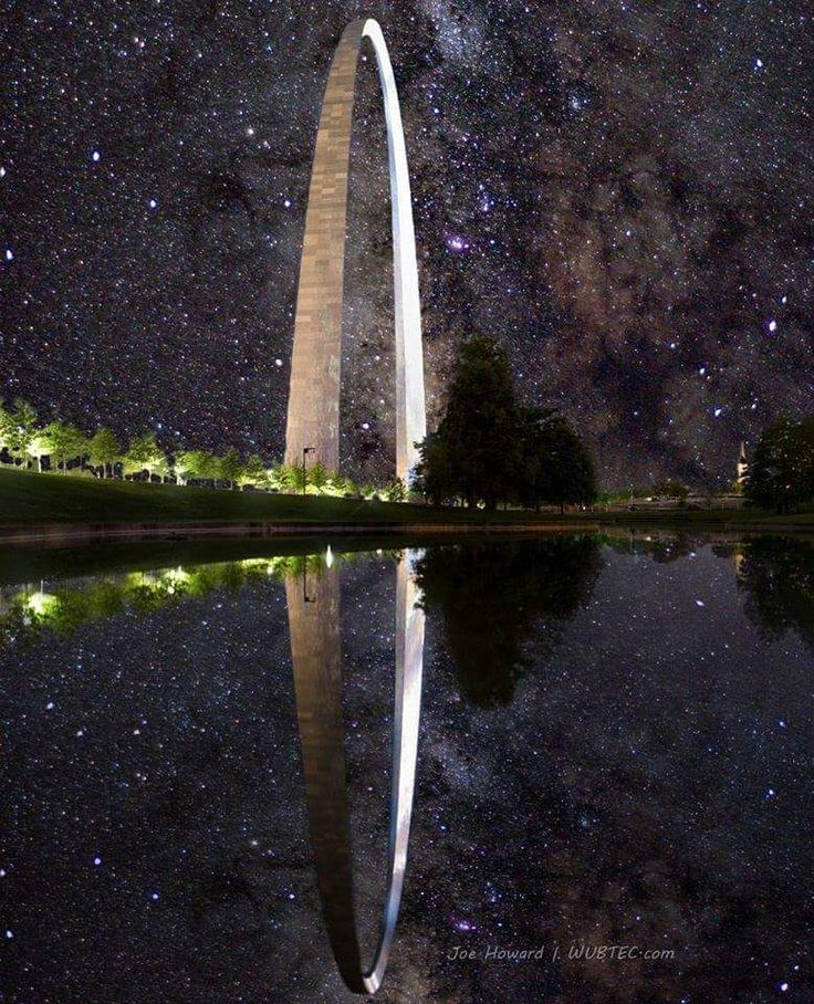 This picture of the Saint Louis Arch in front of the Milky Way looks like a Halo ring. http://ift.tt/2elFwzh