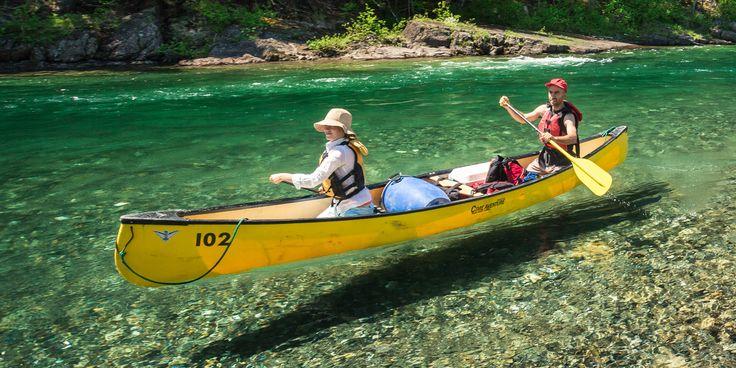 La Gaspésie:  l'eau limpide de la rivière Bonaventure,