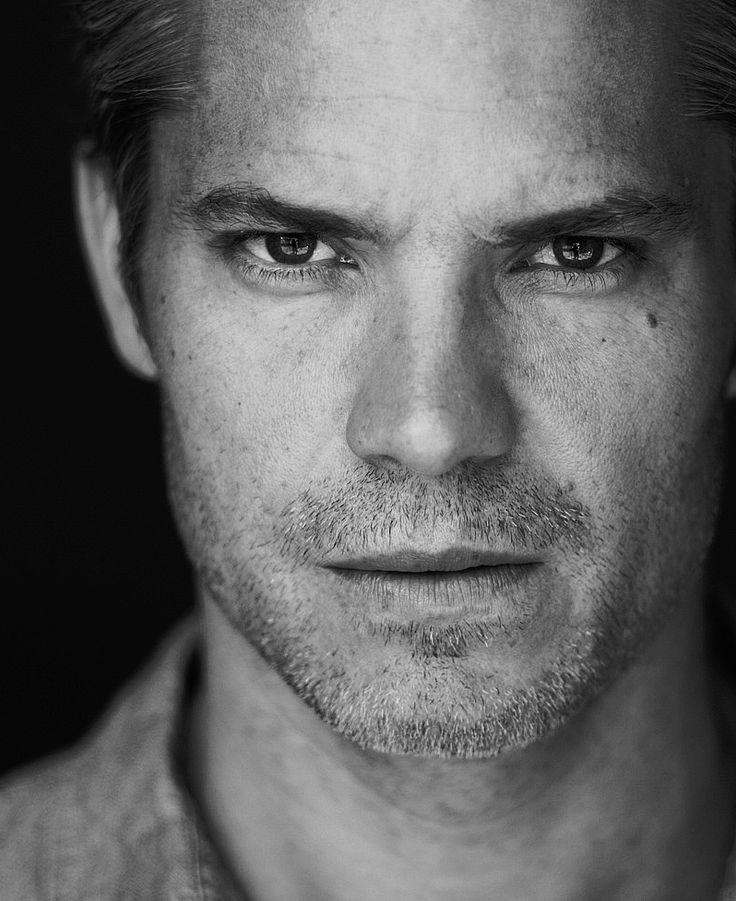 Justified season 5 premiered last night!! And now we know how I'm going to get through Tuesdays for the rest of this winter. Smoldering Tim Olyphant will get me through.
