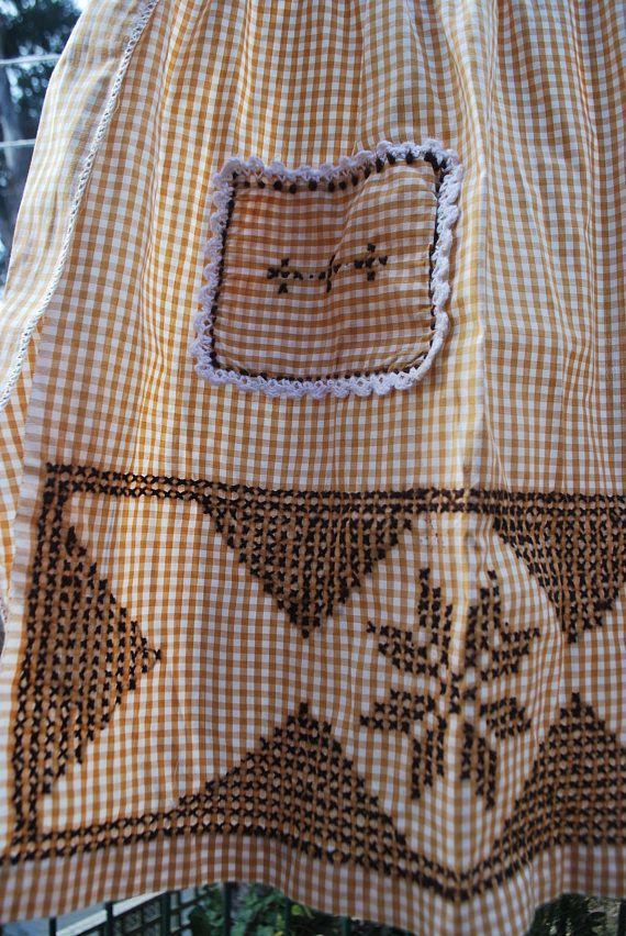 Delantal retro marrón y blanco moña