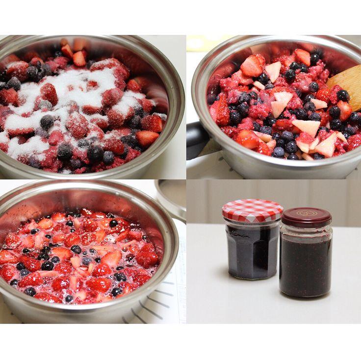 苺、ラズベリー、ブルーベリー、りんごのジャム