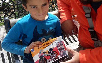 Motor Marc Marquez di Genggaman Anak Suriah