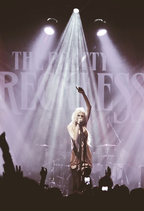The Pretty Reckless supporting Fall Out Boy. Newcastle Metro Radio Arena, 21/03/14