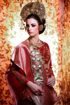 Indonesian traditional wedding attire | Project by Beauty by Yusti http://www.bridestory.com/beauty-by-yusti/projects/minang-bride-garuda-indonesia-inflight-magazines-spread