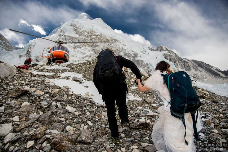Couple Gets Married On Mount Everest After Trekking For 3-Weeks, And Their Wedding Photos Are Epic | Bored Panda