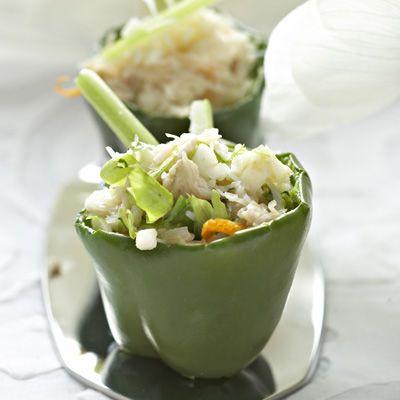 Découvrez la recette Minipoivrons farcis sur cuisineactuelle.fr.