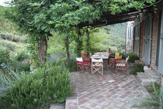 breathtaking backyard. i love that trellis. Floor