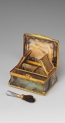 1760 english rouge & patch box - agate with gold fittings