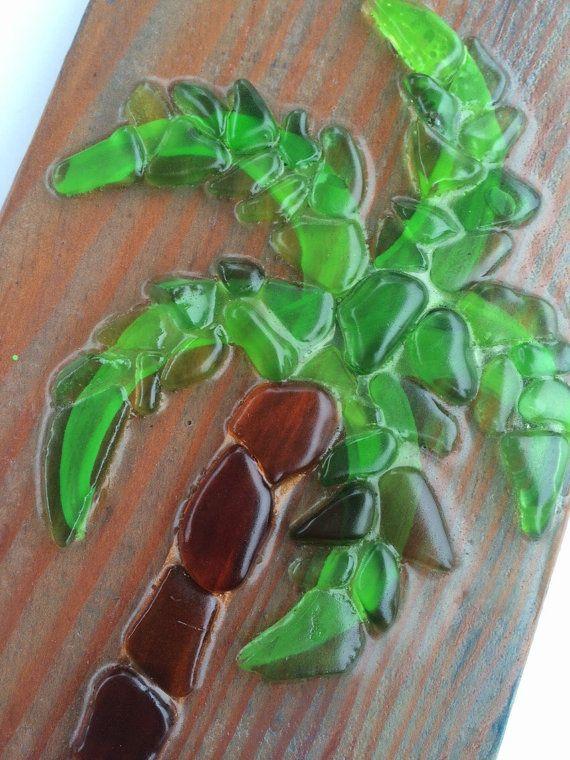 Art de verre de mer - mosaïque de verre fait à la main Palm Tree Sea  Chaque mosaïque de verre de mer est un original, d'une pièce unique en verre de mer véritable que j'ai à la main ramassé le long de la côte du Pacifique. Tous les verres de la mer sont authentiques et trouvés sur la plage .  J'utilise tout le bois recyclé pour mes orig...