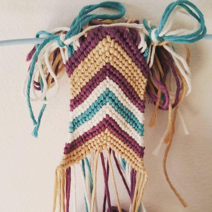Slowly but surely... #crochet #instamood #thefrenchyowl #tagsforlikes #mochila #mochilabags #diy #brasilian #brasilianbracelet