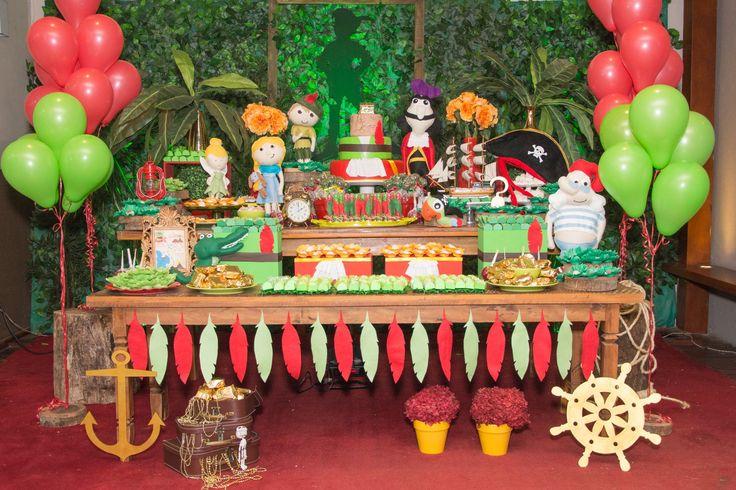 O aniversário de 1 ano do Bruno foi uma viagem à Terra do Nunca. Confira os detalhes fantásticos e coloridos da decoração, feita pela Nath Toledo