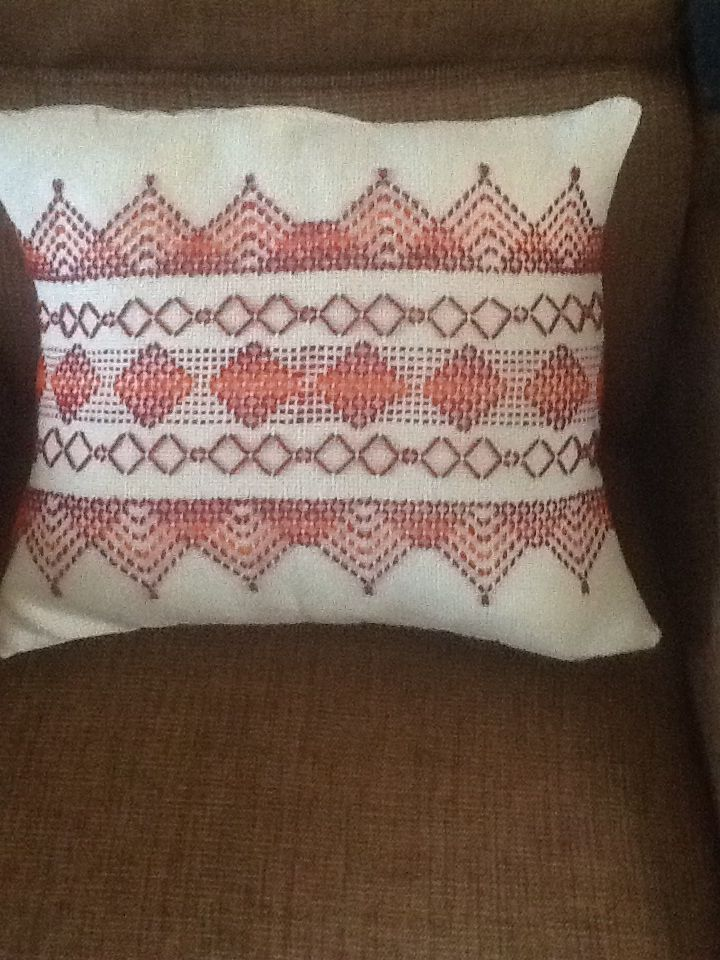 Swedish Weave cushion using the Diamonds are a girls best friend patter by Avery Hills