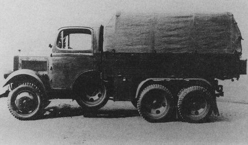 Škoda L. Výroba v letech 1932-1935. Motor 1x Škoda 903, zážehový a kapalinovou chlazený šestiválec. Obsah 3 140 cm3, dojezd 300 km, Nosnost 2 500 kg.