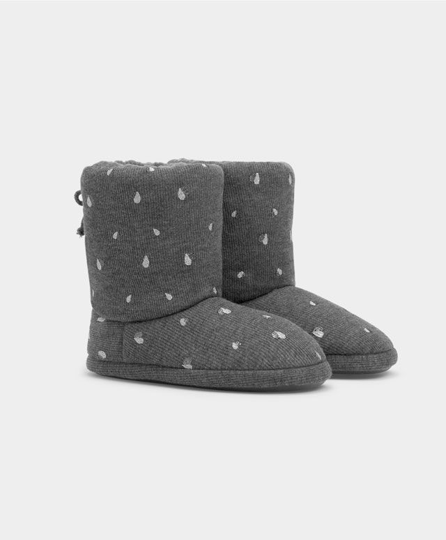 Stivale soft a cuori - Scarpe - Tendenze moda donna AW 2016 su Oysho on-line : biancheria intima, lingerie, abbigliamento sportivo, scarpe, accessori e costumi da bagno. Spedizione gratuita a partire da 40 EUR e resi gratuiti.