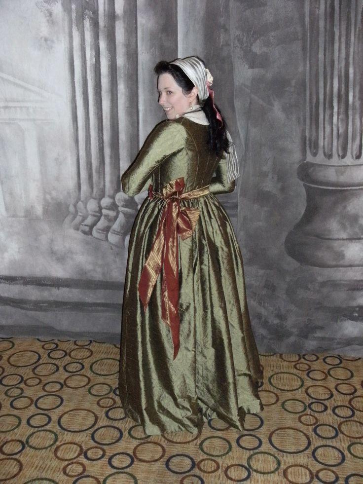Mode Historique, 1790s dress.